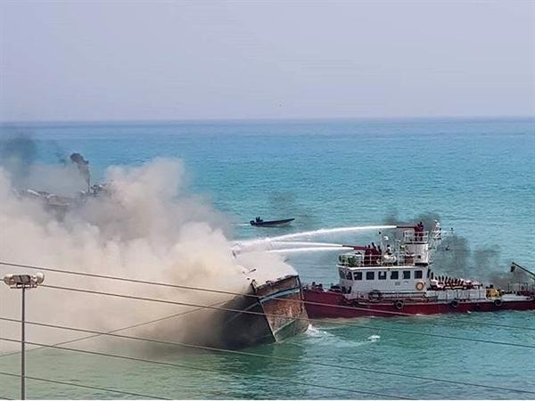 آزمون موفق و مجدد شناور آتشخوار بندرکنگان در سالروز وقوع حادثه