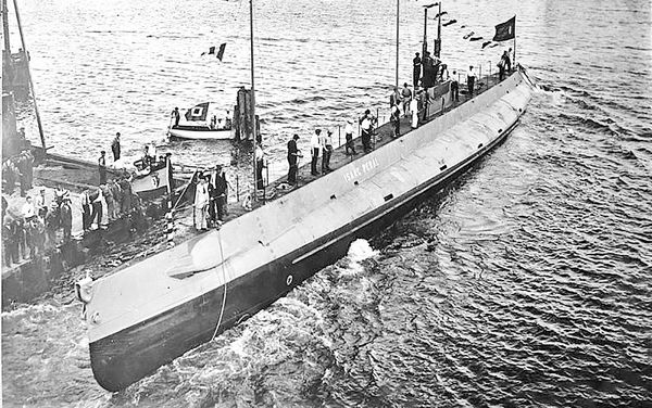 چگونگی ساخت اولین زیردریایی