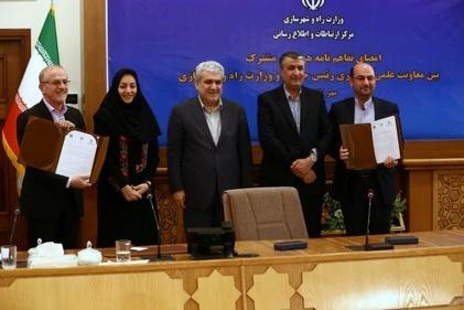 امضای تفاهم نامه همکاری مشترک معاونت علمی و فناوری رئیس جمهور و وزارت راه و شهرسازی