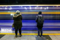 تصاویر  ازدحام مسافران در مترو در ترافیک و برف پایتخت