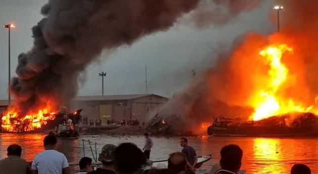 ۵ فروند شناور در خور بندر گناوه آتش گرفت