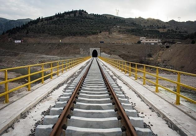 بارانداز حمل کالا در ایستگاه راهآهن رشت احداث میشود