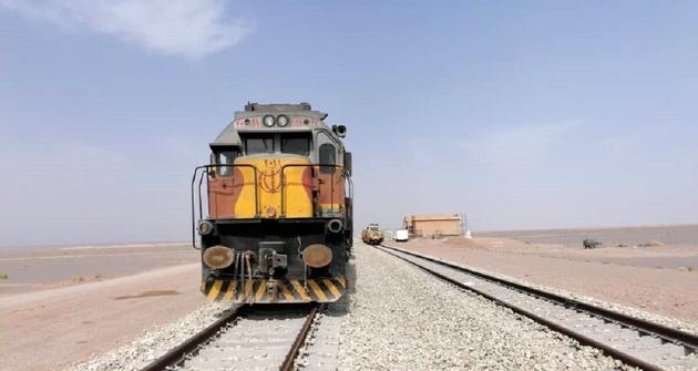 متوقف شدن قطار یزد -تهران به دلیل حریق در منطقه بادرود نطنز