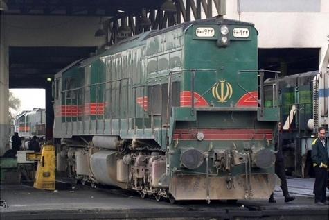 جکهای ۱۶۰ تنی تعمیرات لکوموتیو در راه آهن شمالشرق(۱) نصب شد