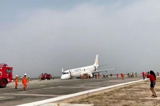 فرود هواپیما بدون چرخجلو در میانمار