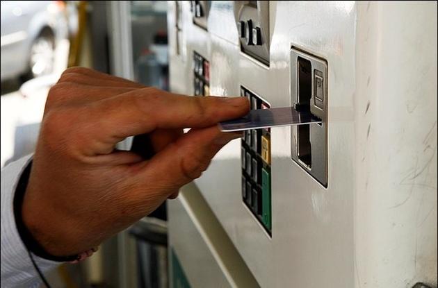 دولت در حال بررسی سهمیهبندی بنزین است