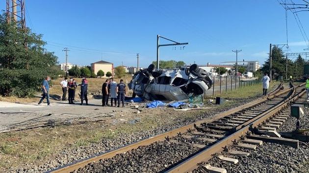 برخورد مرگبار قطار با مینی بوس در ترکیه