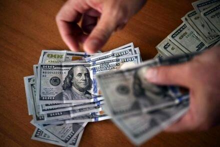 نرخ دلار ۲۰۰۰ تومان ارزانتر از میانگین ۴ ماهه امسال