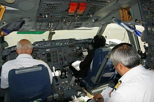 آموزشگاههای خلبانی جوانان را فریب میدهند