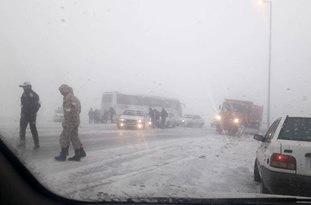 کُندی حرکت در محورهای خراسان شمالی به دلیل بارش برف