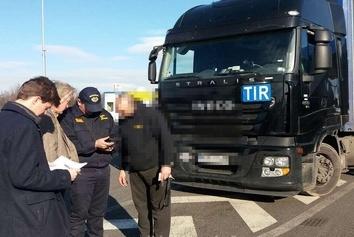 ارسال کمکهای سفارت ایران برای رانندگان گرفتار در مرز بلغارستان