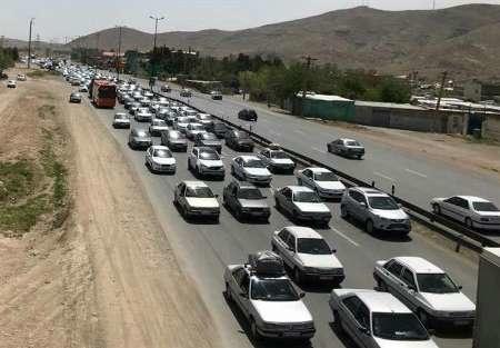 ترافیک در جاده های خروجی مشهد نیمه سنگین است