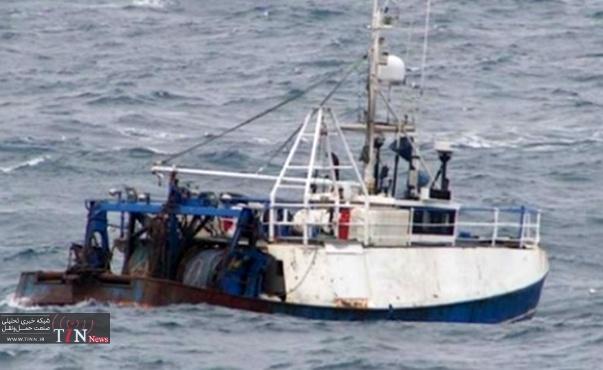 Stern trawler capsizes in heavy seas