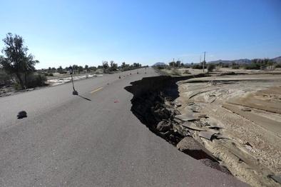 سیلاب ۳۴۵ کیلومتر راه آسفالته جنوب کرمان را تخریب کرد