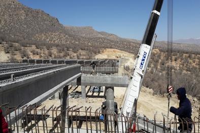 اتمام پروژه آزادراهی اصفهان-شیراز تا خرادد 1400 / افزایش 25 درصدی طول آزادراه های کشور در دولت تدبیر و امید