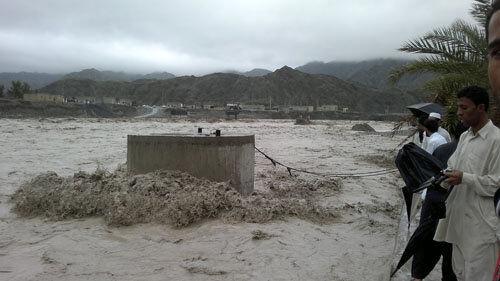 ارتباط ۴۰ روستای اطراف رودخانه کاجو قصرقند قطع شد