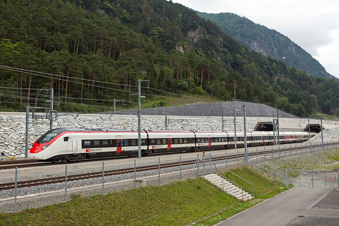 First Giruno runs through the Gotthard Base Tunnel