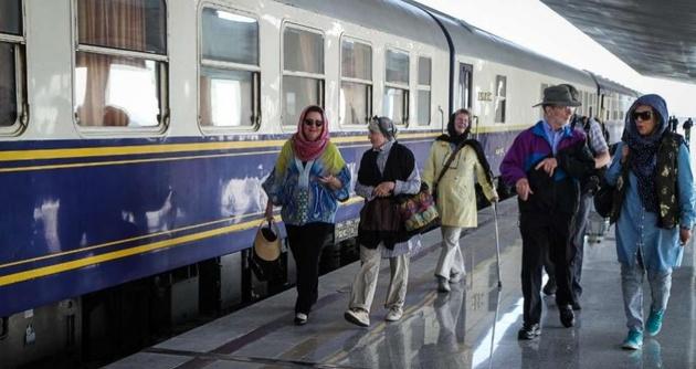 گشتوگذار گردشگران سوئیسی در ایران با قطارهای رجا
