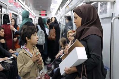 درخواست دوگانه مردم با دستفروشی در مترو