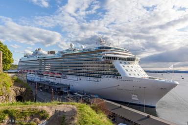 کشتی تفریحی آذربایجان در راه آبهایگیلان