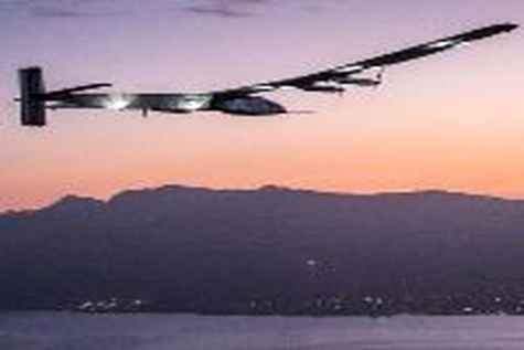 Record - breaking solar flight reaches Hawaii after ۵ nights and days airborne without fuel
