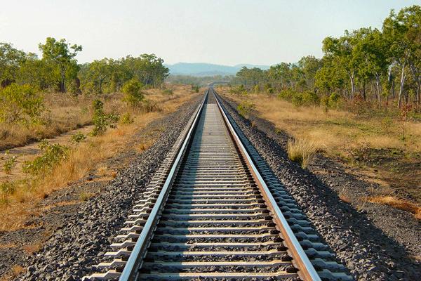 مردم برای عبور و مرور، ریسک عبور از ریل را به جان نخرند