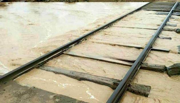 عکس| خسارت باران و سیلاب به ریل راهآهن