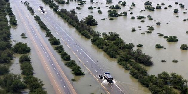 بازگشایی اغلب جادههای مسدود هرمزگان و سیستانوبلوچستان