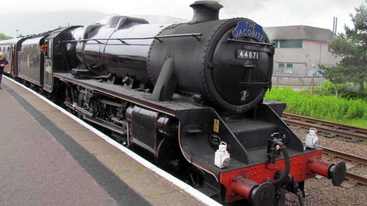 قطاری با موتور بخار