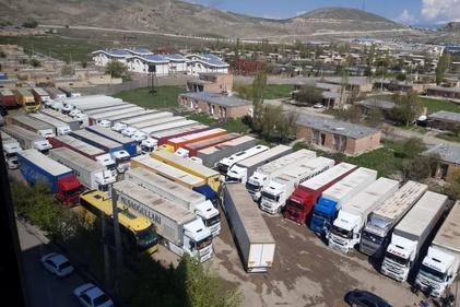 فیلم/ علل معطلی کامیونهای ترانزیتی در مرز بازرگان