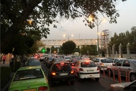 اشباع معابر تهران با ورود روزانه ۱۰۰۰ وسیله نقلیه جدید