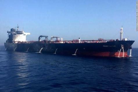 تصاویر «رویترز» از انفجار نفتکشها در دریای عمان
