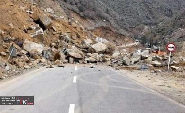 محور بروجرد - بیرانشهر به دلیل ریزش کوه مسدود شد