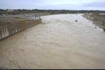 خسارت سیلاب به جاده های اردکان/ مرگ یک راهدار در حین خدمت