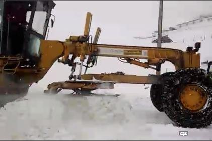 برف ۴۰ سانتیمتری بهاری در محور اسالم- خلخال