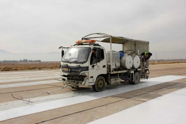 خط کشی و رنگآمیزی سطوح پروازی فرودگاه شیراز