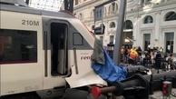 گزارش تصویری/ تصادف عجیب قطار مسافربری در ایستگاه بارسلونا