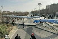 فیلم  سقوط پل عابر به دلیل برخورد یک دستگاه ناوگان باری