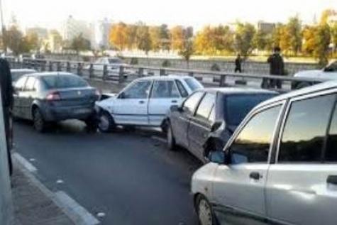 برخورد هشت خودرو در بزرگراه تهران - پردیس