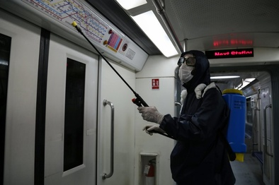 قطارها، ایستگاهها و پایانههای مترو تهران به صورت مستمر ضدعفونی میشود