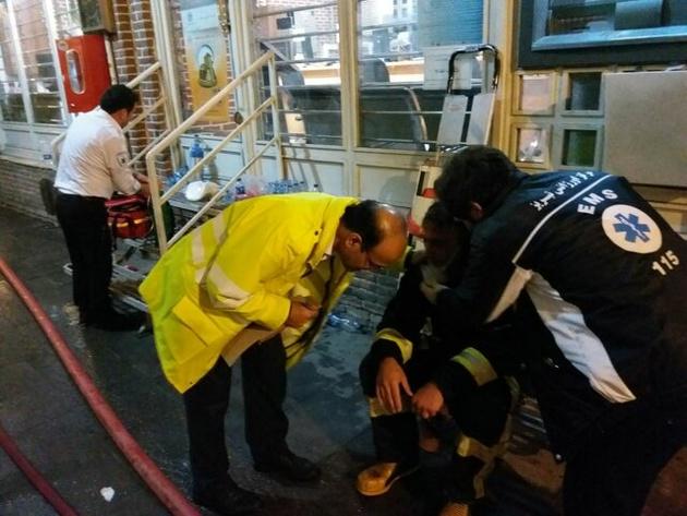 آمار مصدومان حادثه آتش سوزی بازار تبریز به ۲۹ نفر رسید/ ۱۹ مصدوم این حادثه آتشنشانان هستند