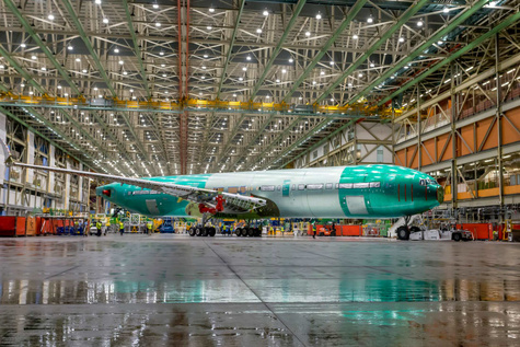 رونمایی از  اولین نمونه هواپیمای بویینگ  777X  با بالهای تاشو
