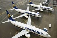Ryanair Plans Hundreds of Pilot and Cabin Crew Job Cuts