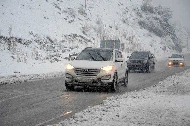 وضعیت جادهها؛ چالوس برفی، «هراز» پرترافیک