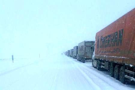 برای توقف کامیونها در پشت مرزها در سرمای صفر درجه کاری کنید