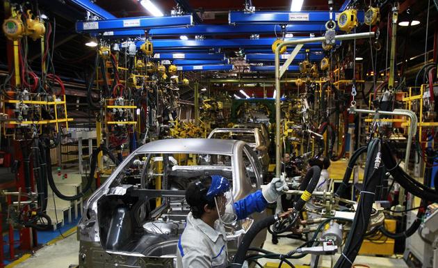 خودروسازهای دولتی و شبه دولتی واگذار شوند
