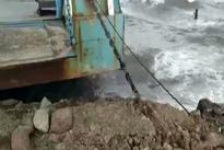 شناور شدن کشتی در دریاچه ارومیه پس از 10 سال