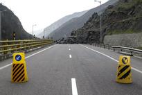 ریزش کوه در آزاد راه تهران - شمال
