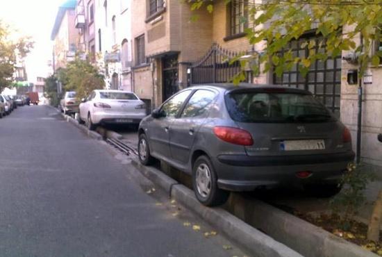فیلم| ساخت پارکینگ در کوچه های کم عرض