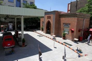 عکس قدیمی از پمپ بنزینهای دستی در ایران